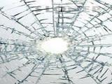 Ob razbitju stekla zadrži delce, da se steklena površina ne razleti. Primerno za izložbe, okna, vrata in ostale steklene površine. Služi tudi kot dodatna ......