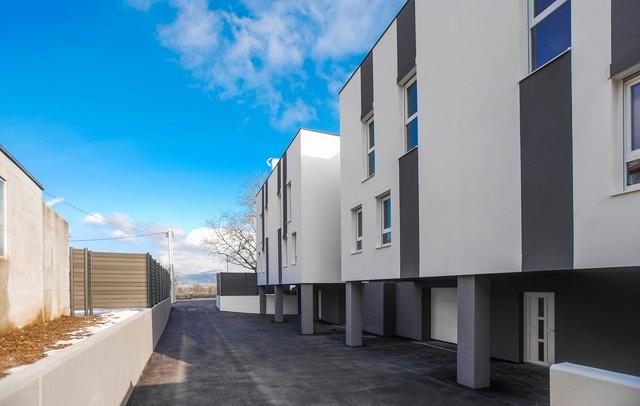 Štiri stanovanjske hiše