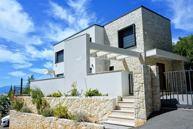 Malinska, luksuzno trinadstropno stanovanje