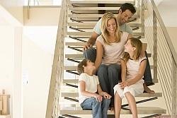 Z nekaj prijemi lahko smiselno izkoristimo prostor pod stopnicami