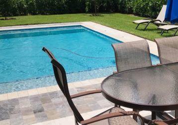 Hiša z bazenom?